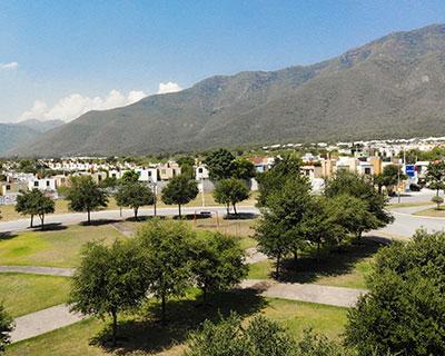 Áreas verdes de fraccionamiento Arcadia La Silla en zona de Guadalupe - Juárez